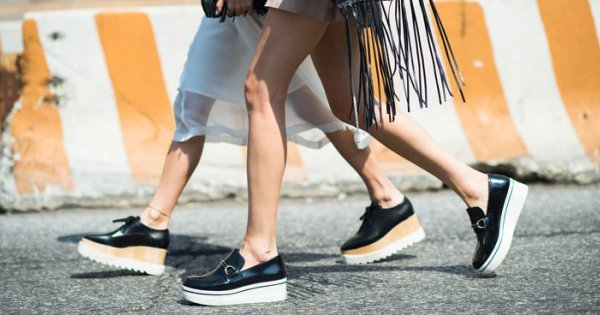 chaussures-compensees-femme-moderne